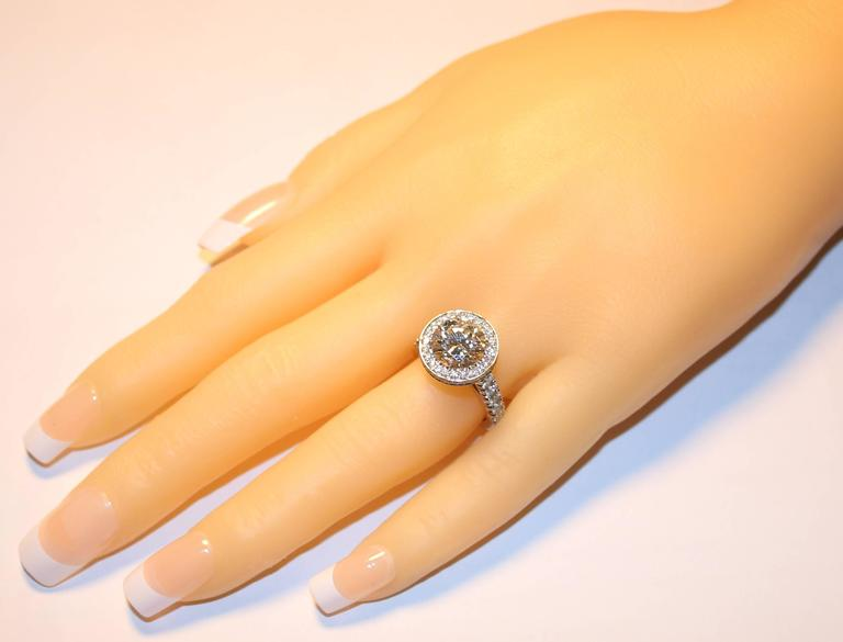 Contemporary GIA Certified 3.01 Carats I VS1 Diamond Platinum Ring For Sale