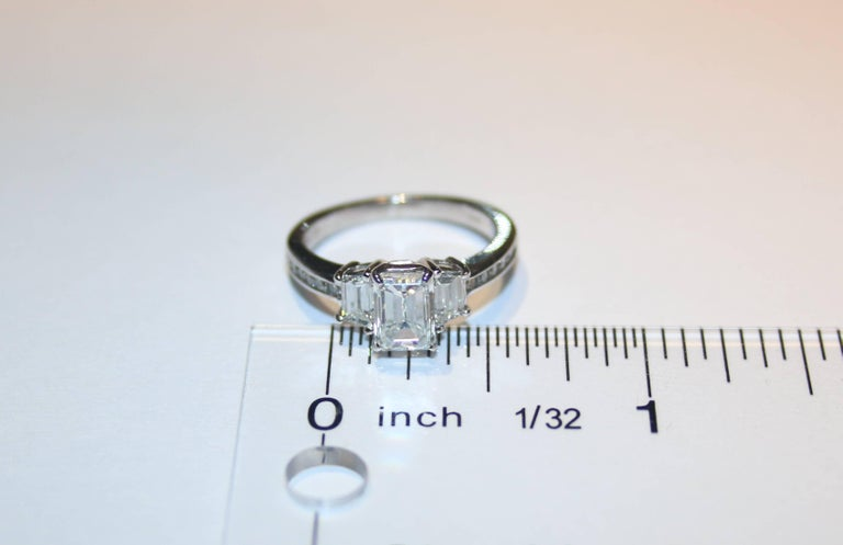 GIA Certified 1.16 Carat G VVS2 Diamond Three Stone Gold Ring In New Condition For Sale In New York, NY