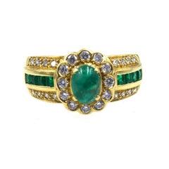 Modern Emerald Diamond 18 Karat Yellow Gold Ring