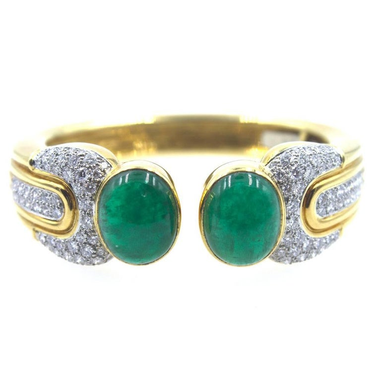 Oval Cut 1970s Cabochon Emerald Diamond Cuff Bracelet For Sale