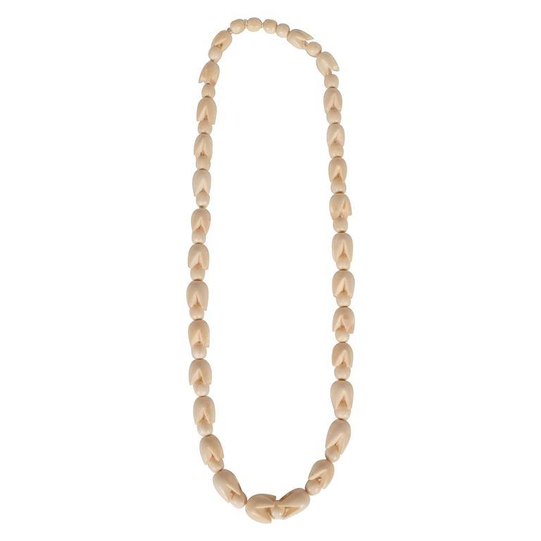 Sophisticated Mid-Century Modernist Graduated Bone Necklace