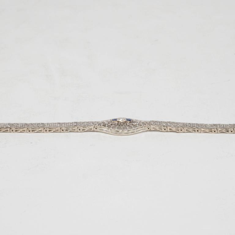 Elegant Art Deco White Gold, Diamond Bracelet Baroque Motifs In Excellent Condition For Sale In New York, NY