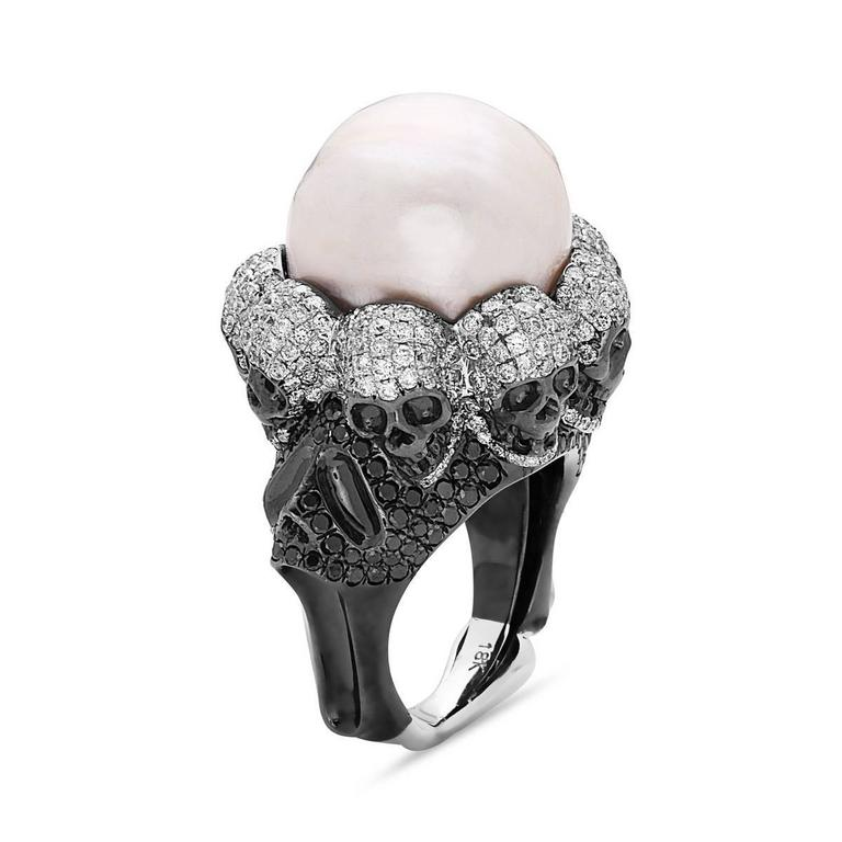 This magnificently made black and white diamond ring with pearl in center is an incredible jewelry piece with so many details.  Ring Size: 7 (can be resized)  18kt:29.67g Diamond:4.3ct Pearl:38.00ct