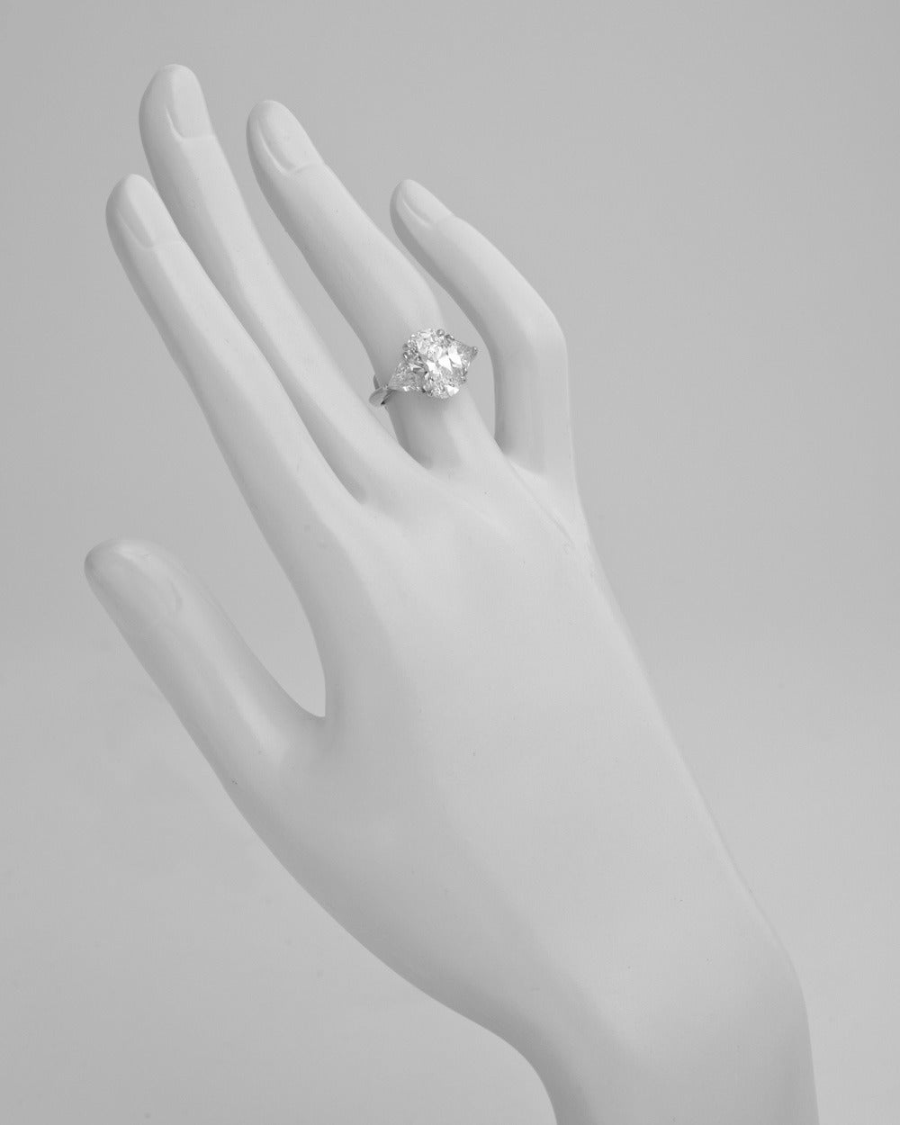 Tiffany & Co. 3.09 Carat Oval-Cut Diamond Engagement Ring 3