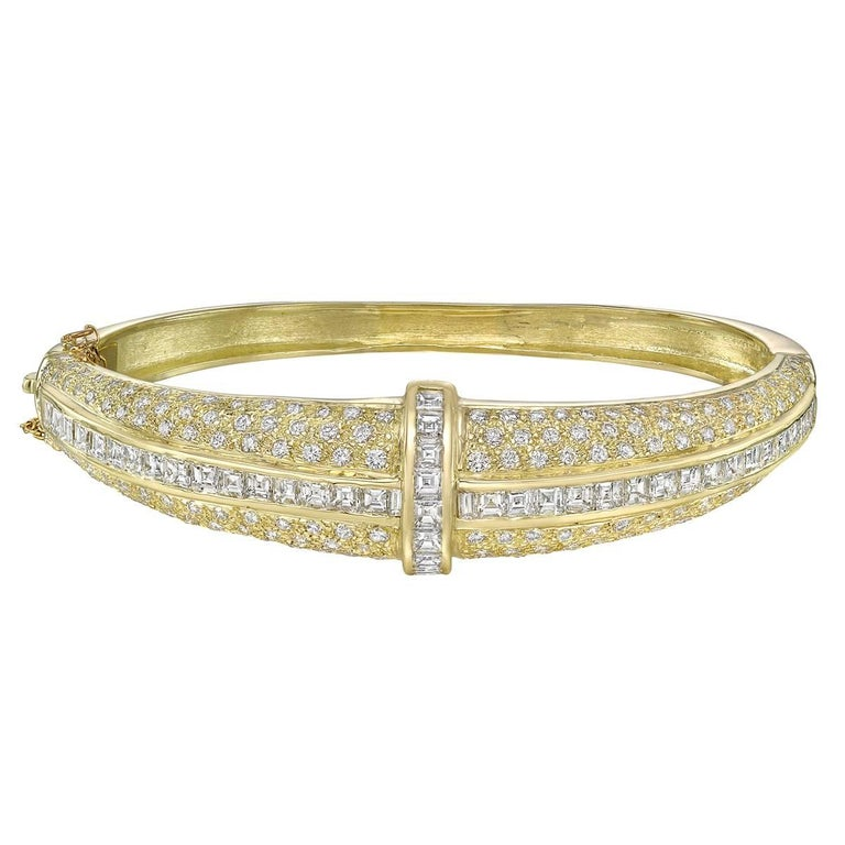 Pavé Round Square Diamond Bangle