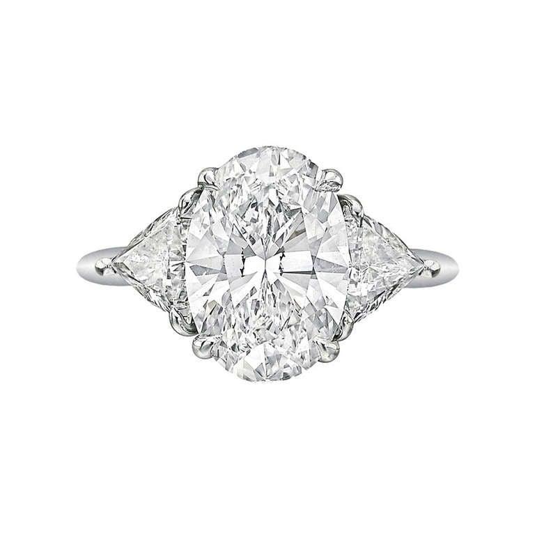 Tiffany & Co. 3.09 Carat Oval-Cut Diamond Engagement Ring 1