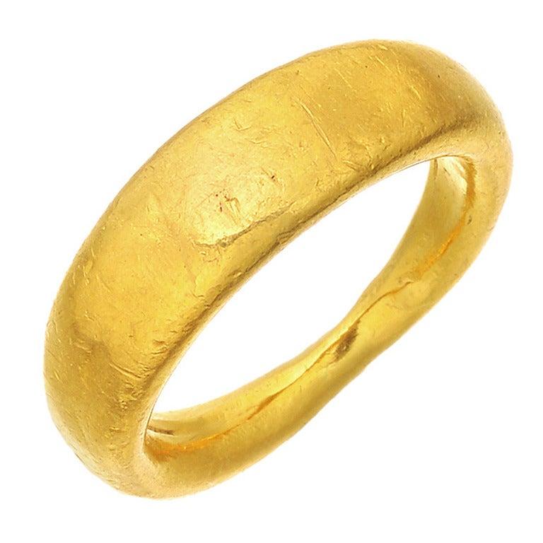 Yossi Harari Hammered Gold Band Ring 1