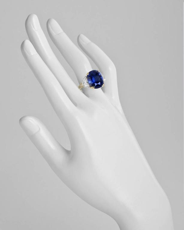 AGL Certified 14.81 Carat Ceylon Sapphire Diamond Ring In Excellent Condition For Sale In Greenwich, CT