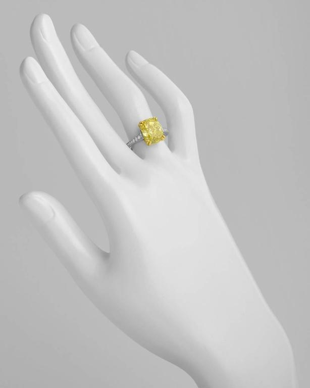 Betteridge 5.08 Carat Fancy Intense Yellow Diamond Engagement Ring In As new Condition For Sale In Greenwich, CT