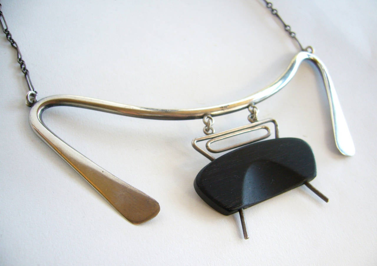 Irvin and Bonnie Burkee Sterling Silver Wood Abstract Modernist Necklace In Excellent Condition For Sale In Los Angeles, CA