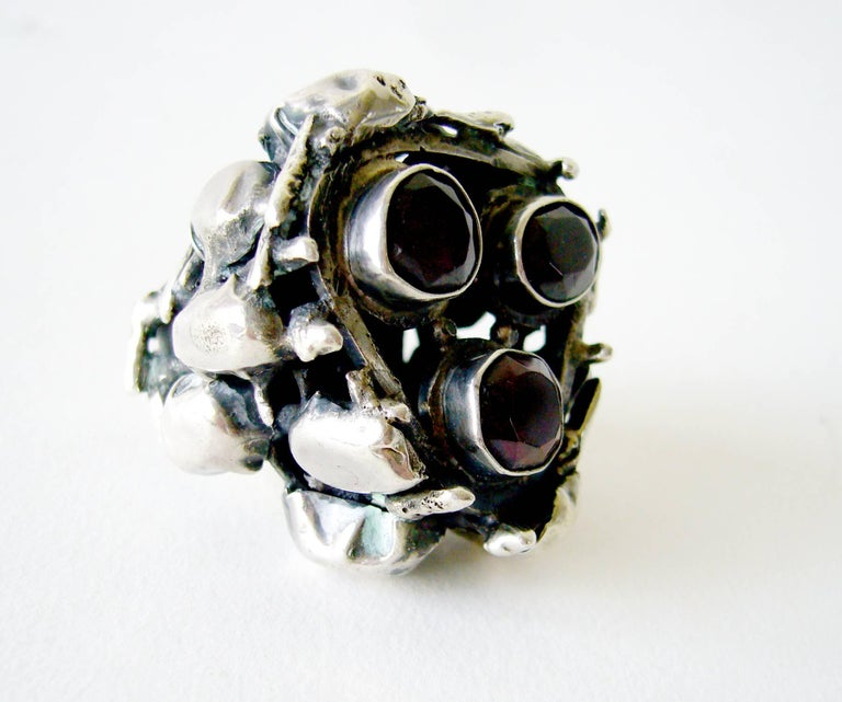 Rachel Gera Garnet Sterling Silver Israeli Modernist Ring In Good Condition For Sale In Los Angeles, CA