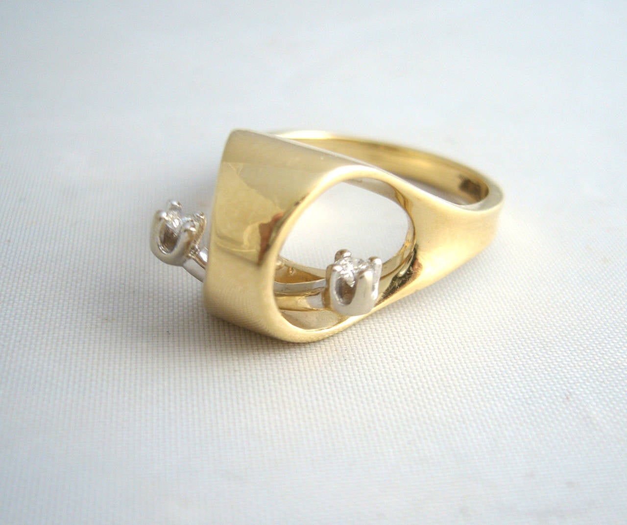 Gold Diamond Kinetic Modernist Ring In Excellent Condition For Sale In Los Angeles, CA