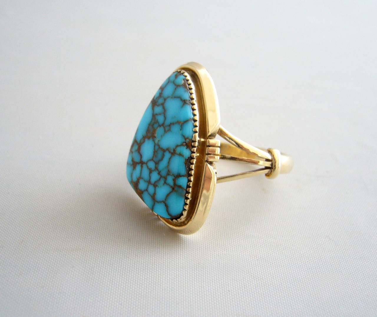 Blue Mountain Turquoise Gold Native American Ring In Excellent Condition For Sale In Los Angeles, CA