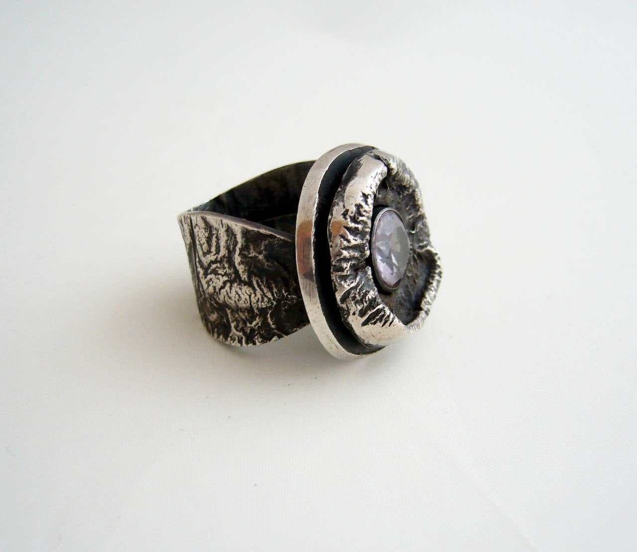James Parker Amethyst Sterling Silver Brutalist Ring In Excellent Condition For Sale In Los Angeles, CA
