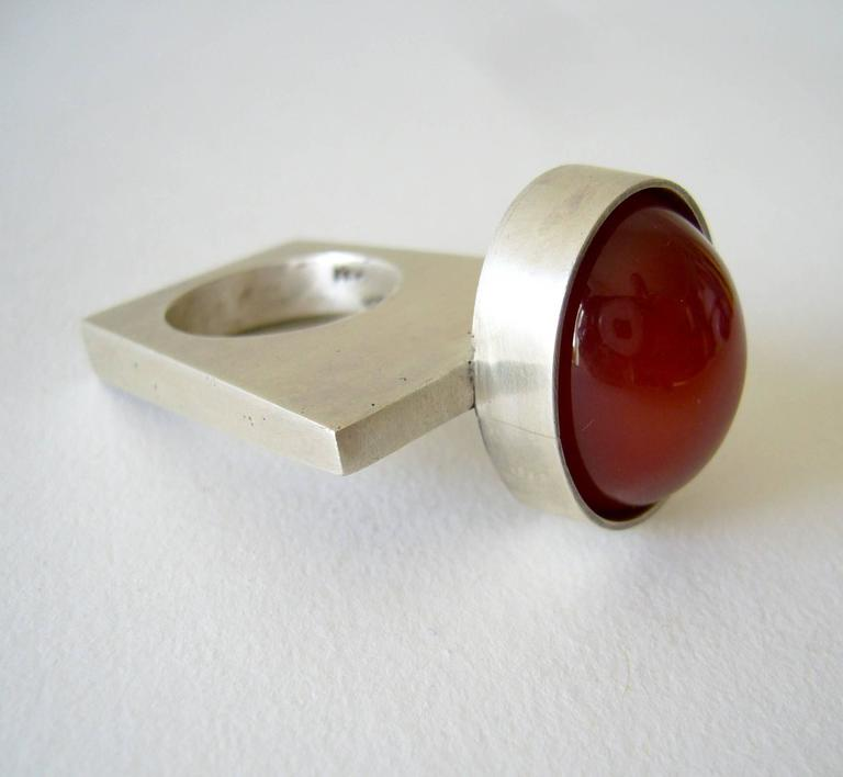 Heidi Abrahamson Sterling Silver Modernist Carnelian Ring In Excellent Condition For Sale In Los Angeles, CA
