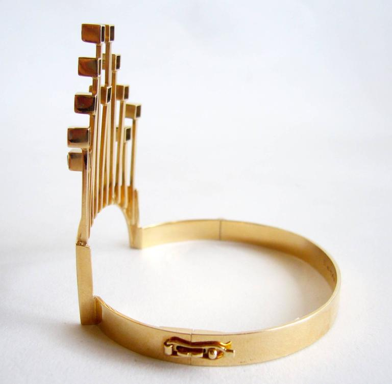 Paula Haivaoja for Kaunis Koru Tourmaline Gold Cuff Bracelet In Excellent Condition For Sale In Los Angeles, CA