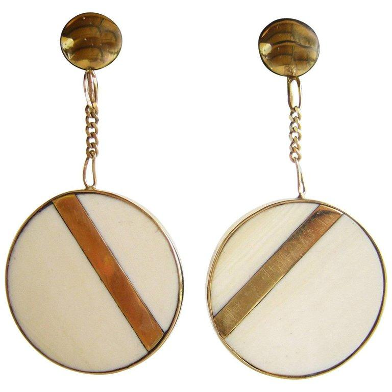 1960s Bone Gold Modernist Dangling Earrings In Good Condition For Sale In Los Angeles, CA