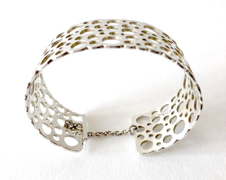 Liisa Vitali Sterling Silver Finnish Modernist Pitsi Ladybird Cuff Bracelet In Good Condition For Sale In Los Angeles, CA