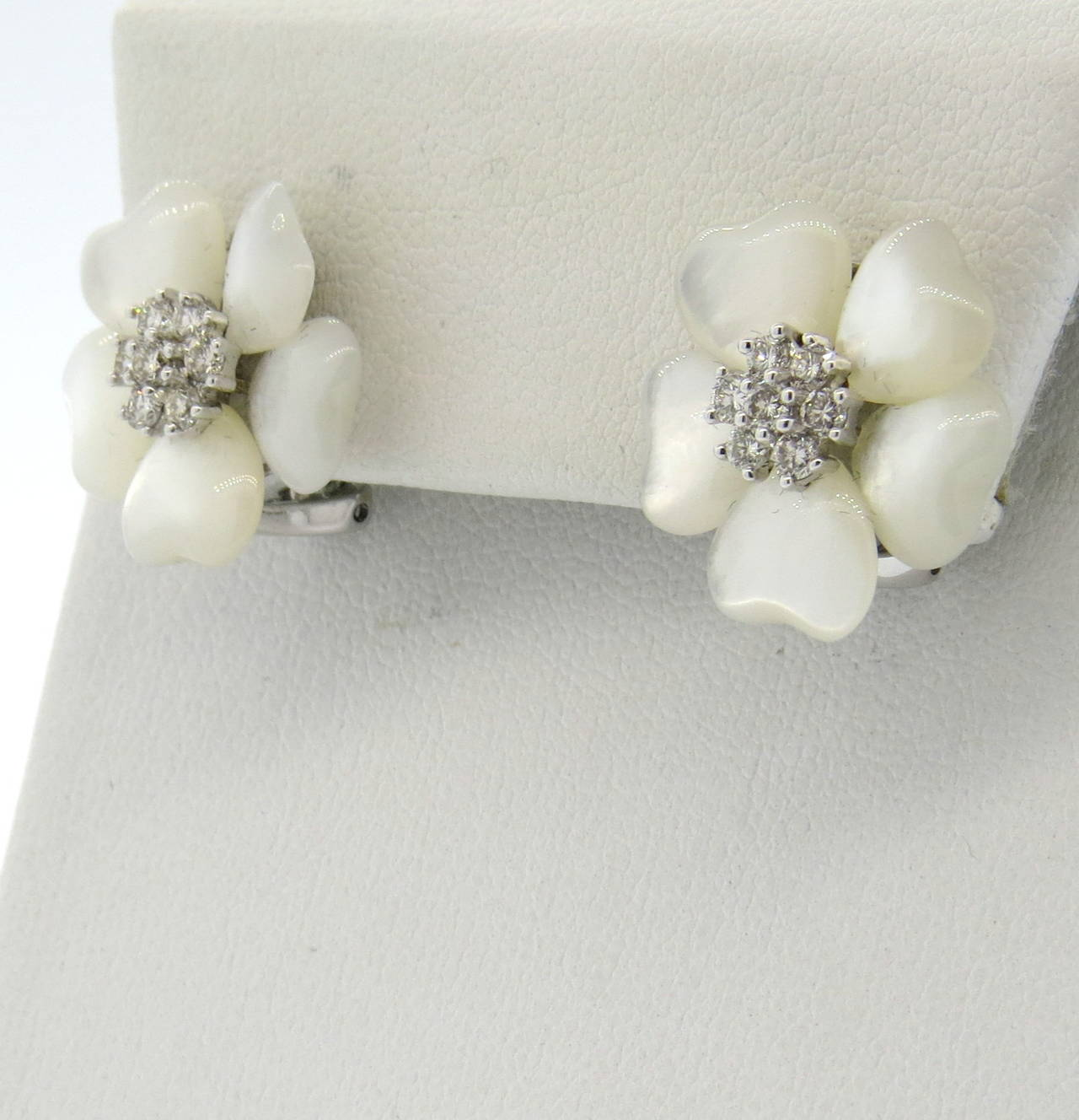 Adorable Mother Of Pearl Diamond Flower Gold Earrings 2