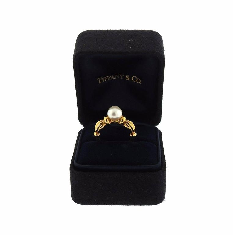 Women's Tiffany & Co. Classic Pearl Gold Ring For Sale