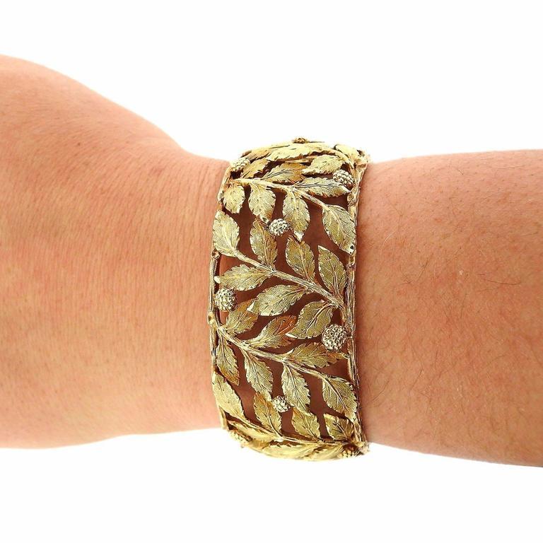 Women's Mario Buccellati Classic Leaves Gold Cuff Bracelet For Sale