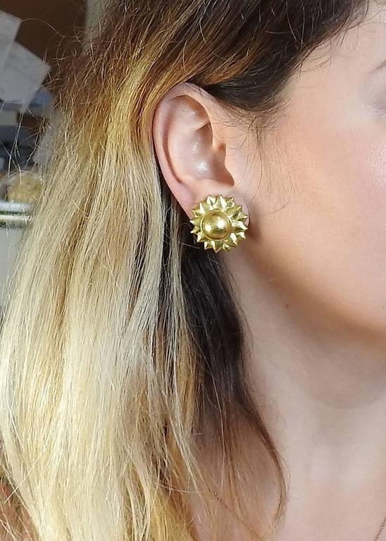 Elizabeth Locke Flower Gold Earrings 2