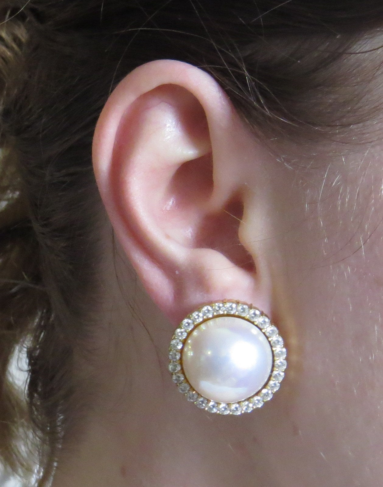 These timeless big pearl earrings are just what you need to upgrade your wardrobe, and Shopbop has you covered. With a variety of styles to choose from, this big pearl earrings boutique offers elevated pieces for every occasion.