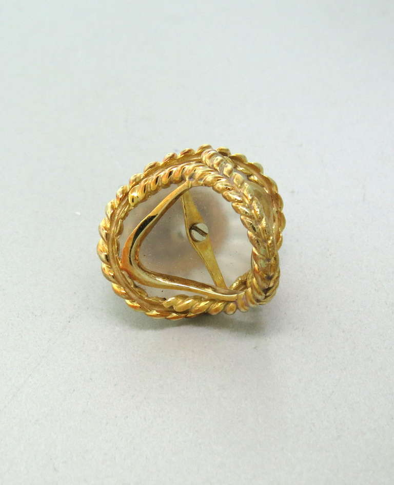 1960s Large Gold Carved Frosted Crystal Diamond Ring In Excellent Condition For Sale In Lahaska, PA