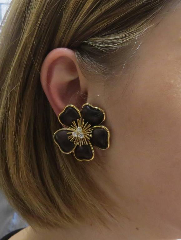 f19f85bb13f Van Cleef and Arpels Clematis Wood Diamond Gold Large Flower ...