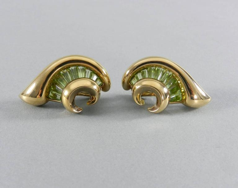 Verdura Green Tourmaline Gold Swirl Clip Earrings In Excellent Condition For Sale In Toronto, Ontario