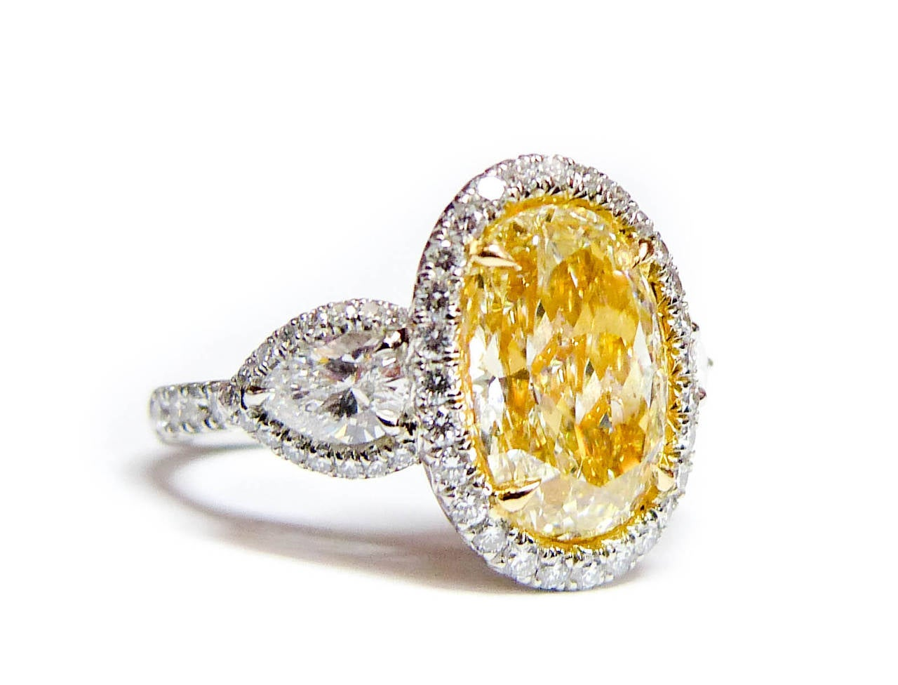 6 Carat Canary Yellow Diamond Ring For Sale at 1stdibs