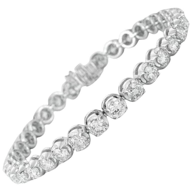 Remarkable 5.00 Carat Diamond White Gold Tennis Bracelet For Sale