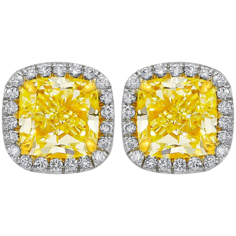 GIA Certified 2.10 Carat Fancy Yellow Diamond Stud Earrings In New Condition For Sale In New York, NY