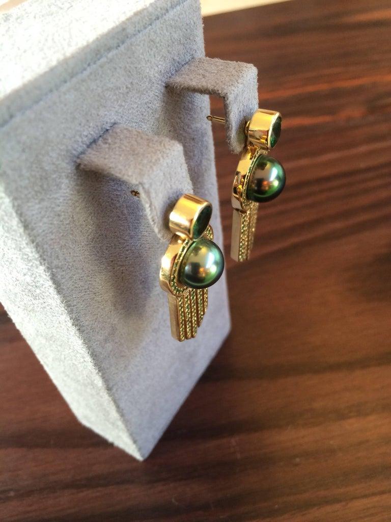 Ana De Costa schwarze Tahiti Perle grüne Runde Tsavorit YellowGold Tropfen Ohrringe 3