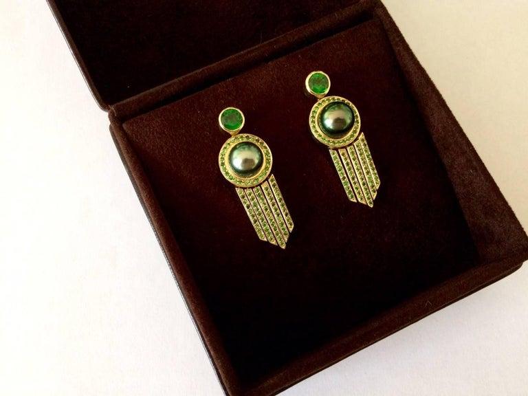 Ana De Costa schwarze Tahiti Perle grüne Runde Tsavorit YellowGold Tropfen Ohrringe 9
