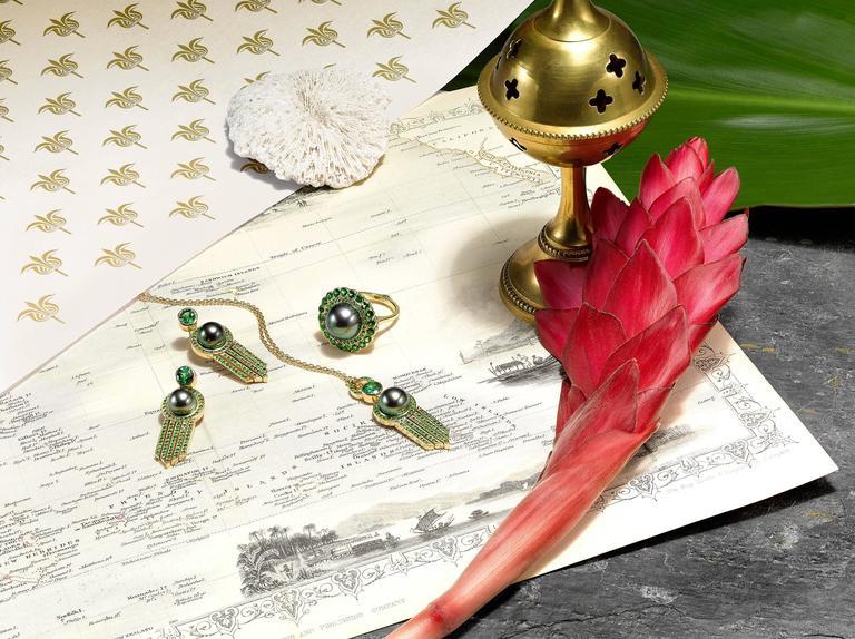 Ana De Costa Yellow Gold Green Round Tsavorite Black Tahitian Pearl Drop Pendant For Sale 4