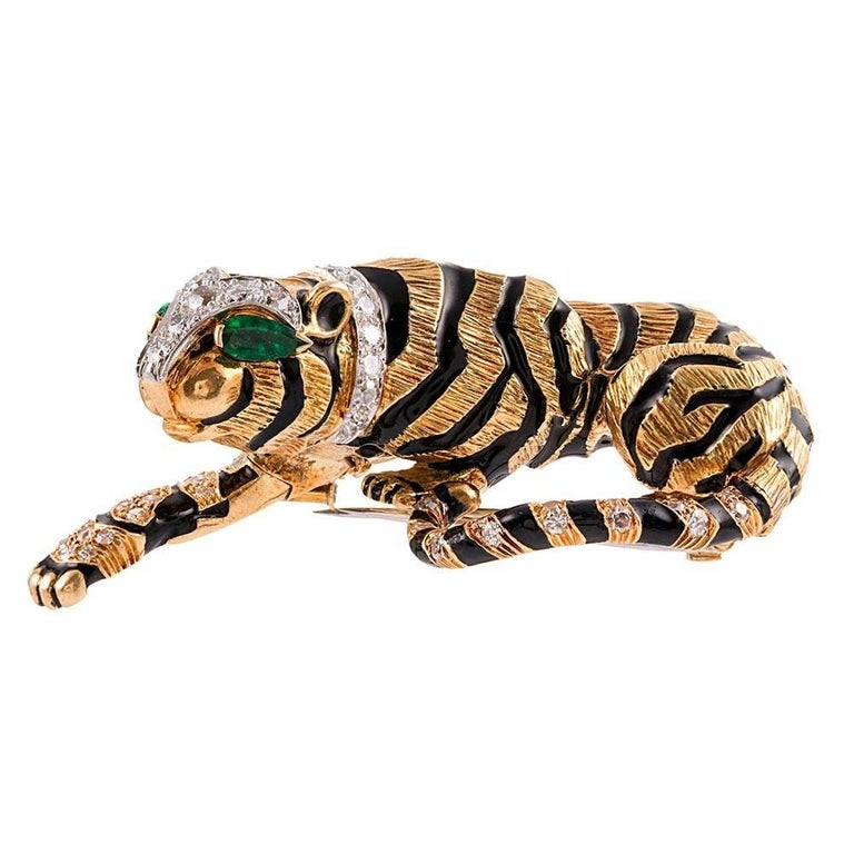 David Webb Diamond Emerald Gold Tiger Brooch In Excellent Condition For Sale In Carmel-by-the-Sea, CA