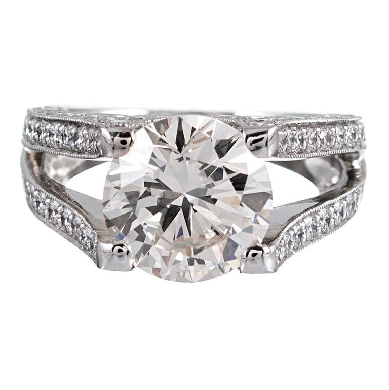 3.90 Carat Centre Solitaire Diamond Ring with Split Shank For Sale