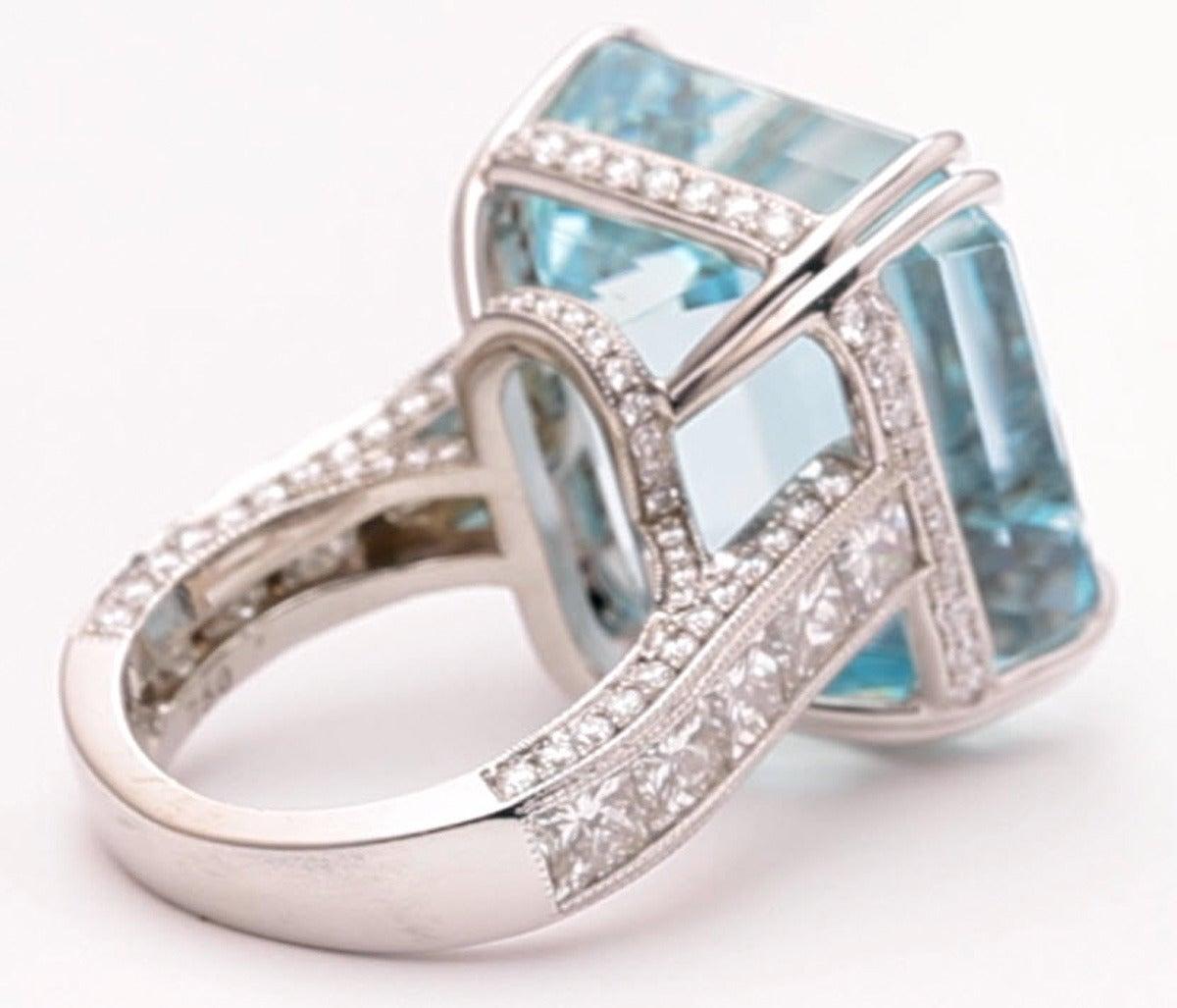Women's 38.57 Carat Aquamarine Diamond Gold Cocktail Ring For Sale