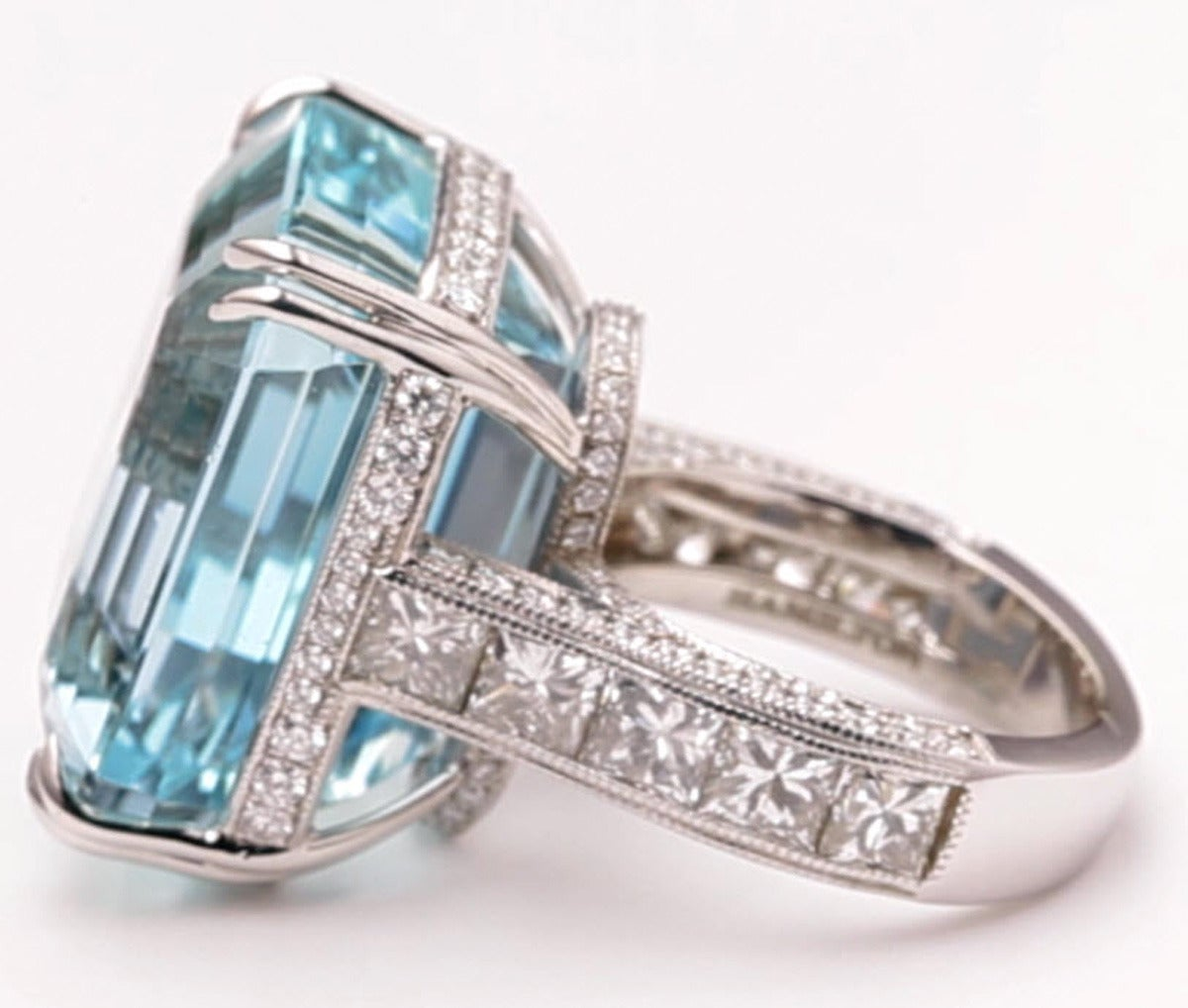 38.57 Carat Aquamarine Diamond Gold Cocktail Ring In New Condition For Sale In Princeton, NJ
