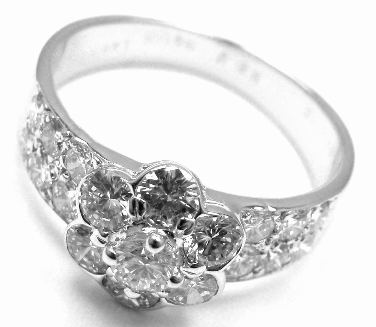 Van Cleef & Arpels Diamond Fleurette Flower Gold Ring For Sale 1