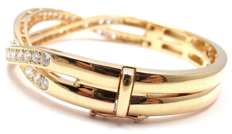Van Cleef & Arpels Diamond Gold Bangle Bracelet In New Condition For Sale In Holland, PA