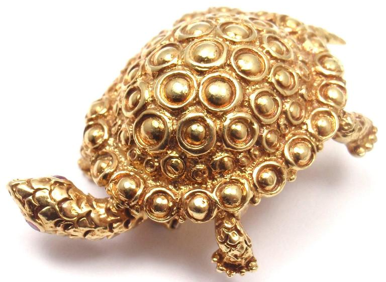Tiffany & Co. Ruby Gold Turtle Brooch Pin In As New Condition For Sale In Southampton, PA