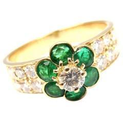 Van Cleef & Arpels Emerald Diamond Gold Fleurette Flower Ring