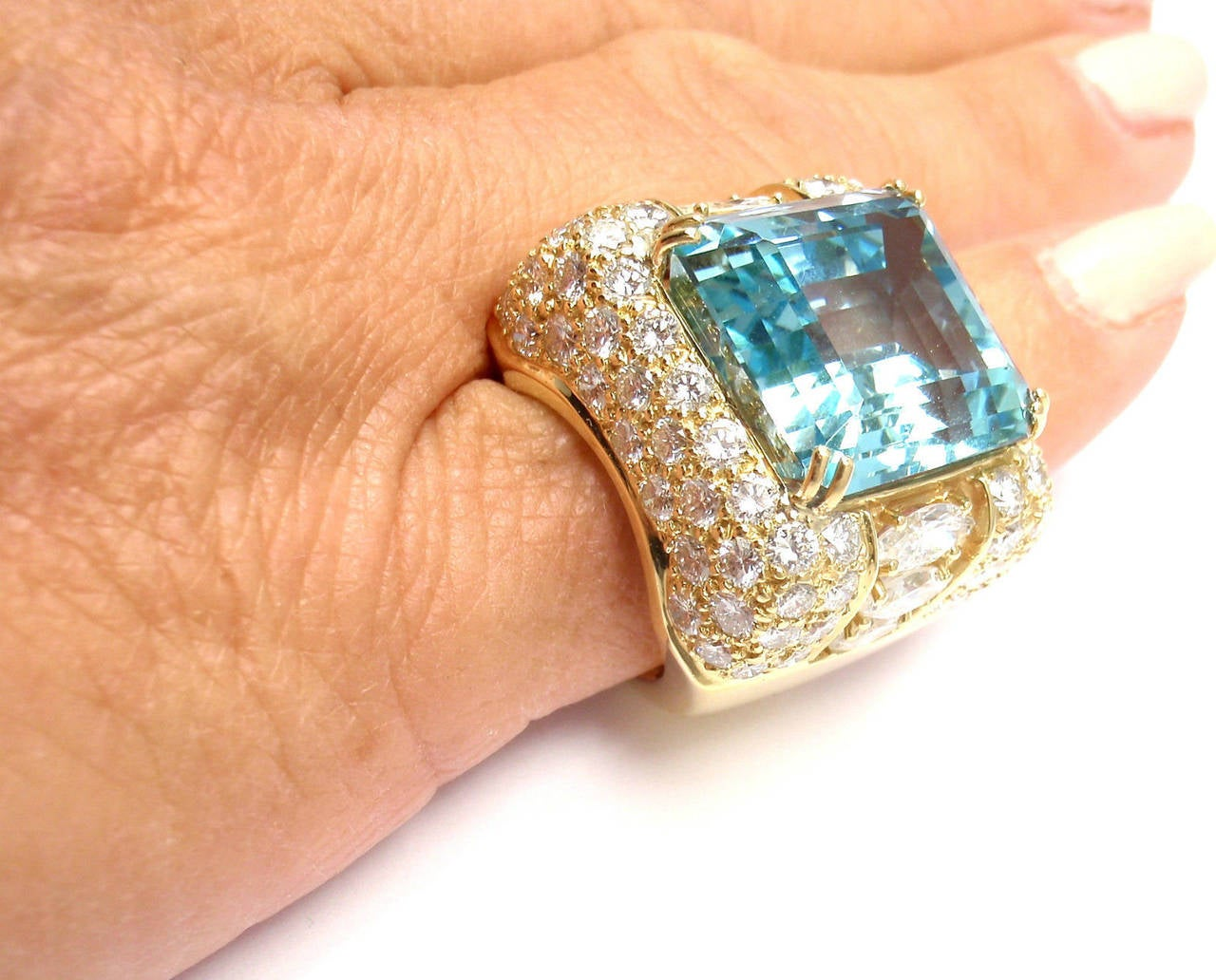 Hammerman Brothers Large 23.70 Carat Aquamarine Diamond Gold Ring For Sale 3