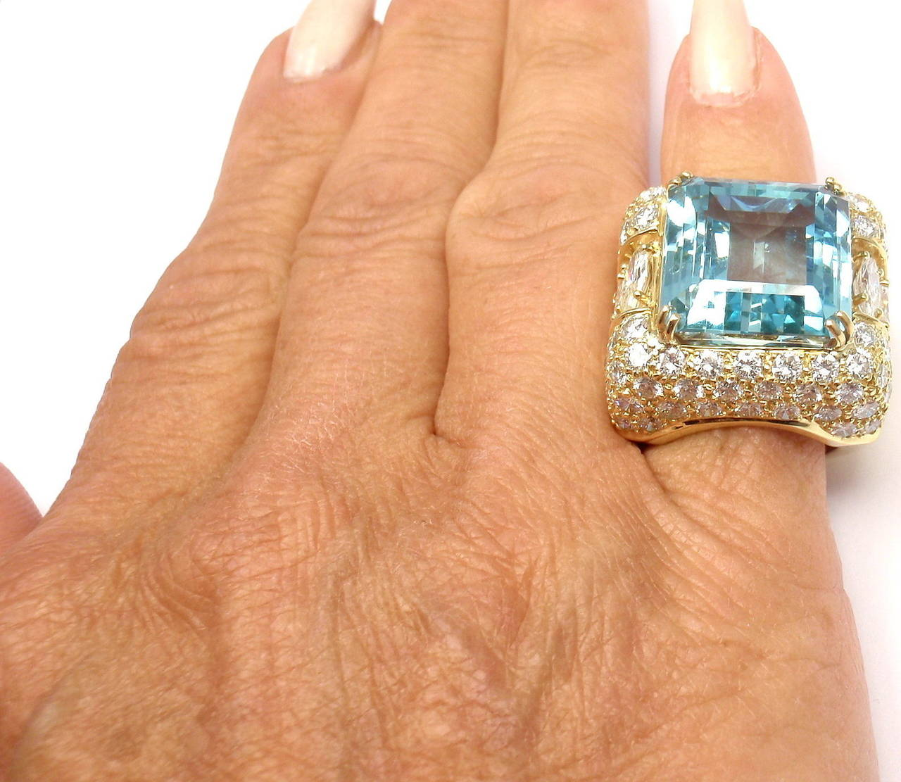 Hammerman Brothers Large 23.70 Carat Aquamarine Diamond Gold Ring For Sale 2