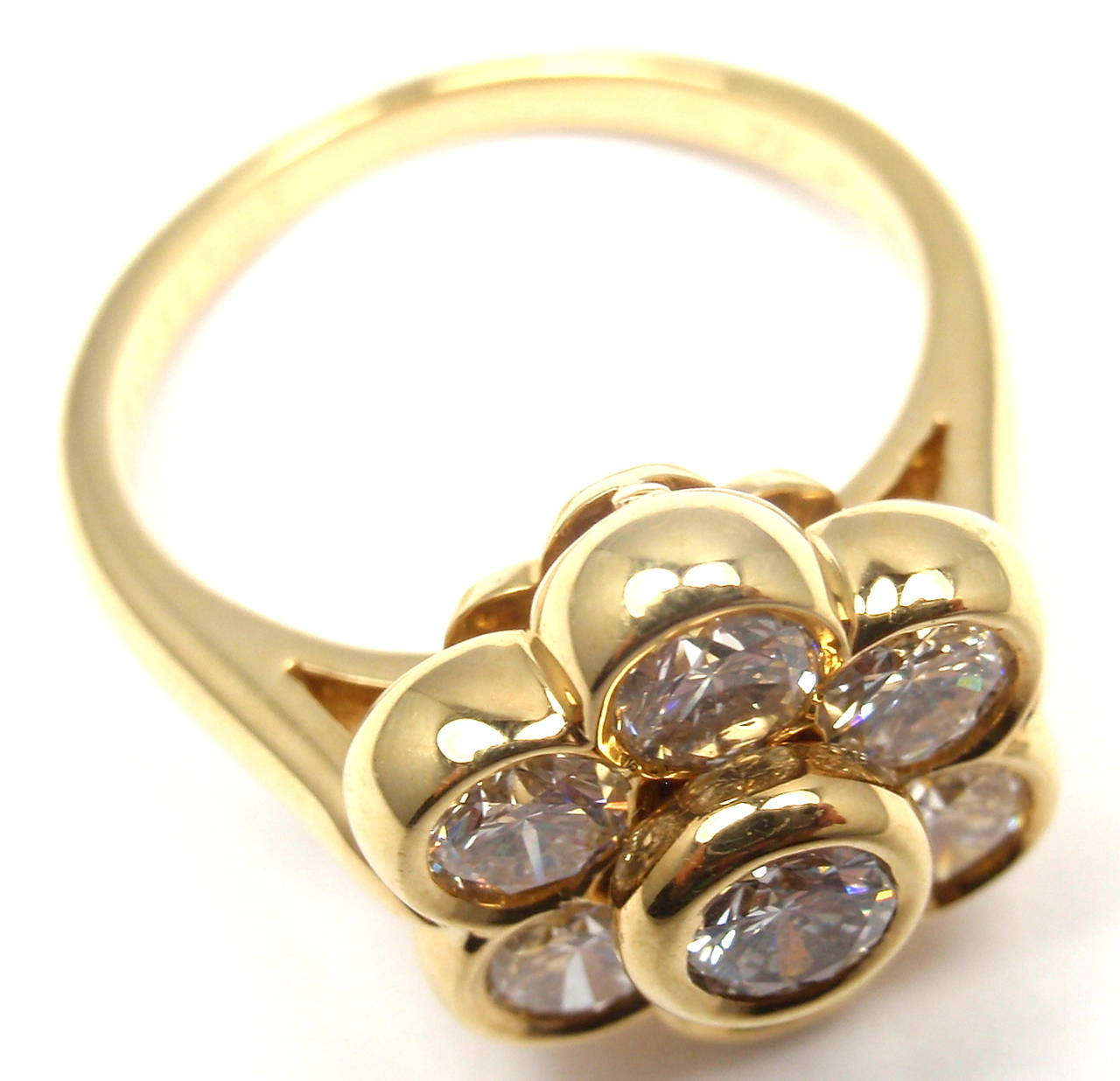 Van Cleef & Arpels Diamond Yellow Gold Fleurette Flower Ring For Sale 3