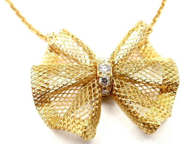 Van Cleef & Arpels Diamond Gold Bow Pendant Necklace For Sale 1