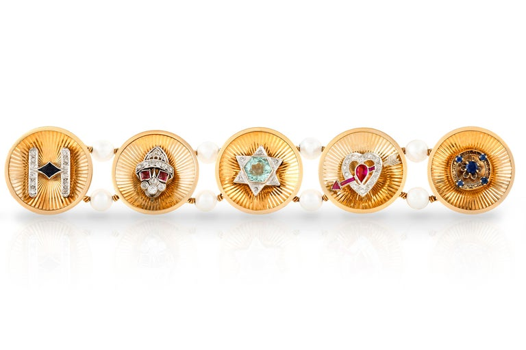 Vintage 1940s Charm Bracelet In Excellent Condition For Sale In New York, NY