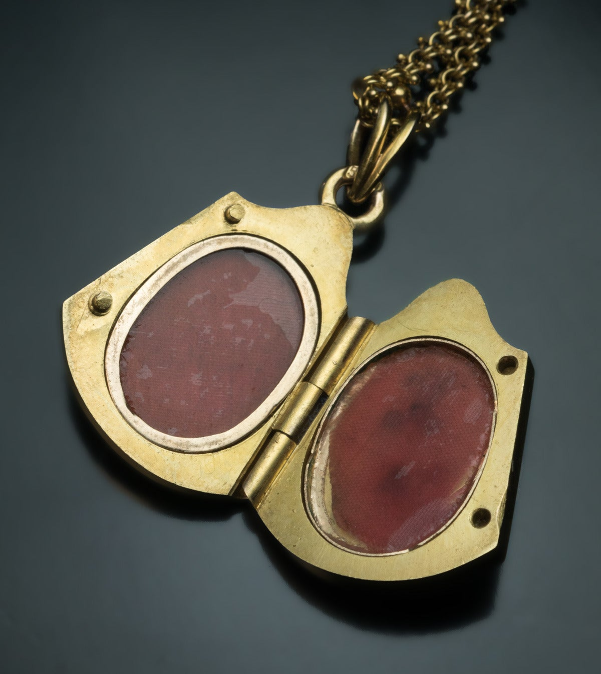 Antique Art Nouveau Jeweled Gold Locket In Excellent Condition For Sale In Chicago, IL